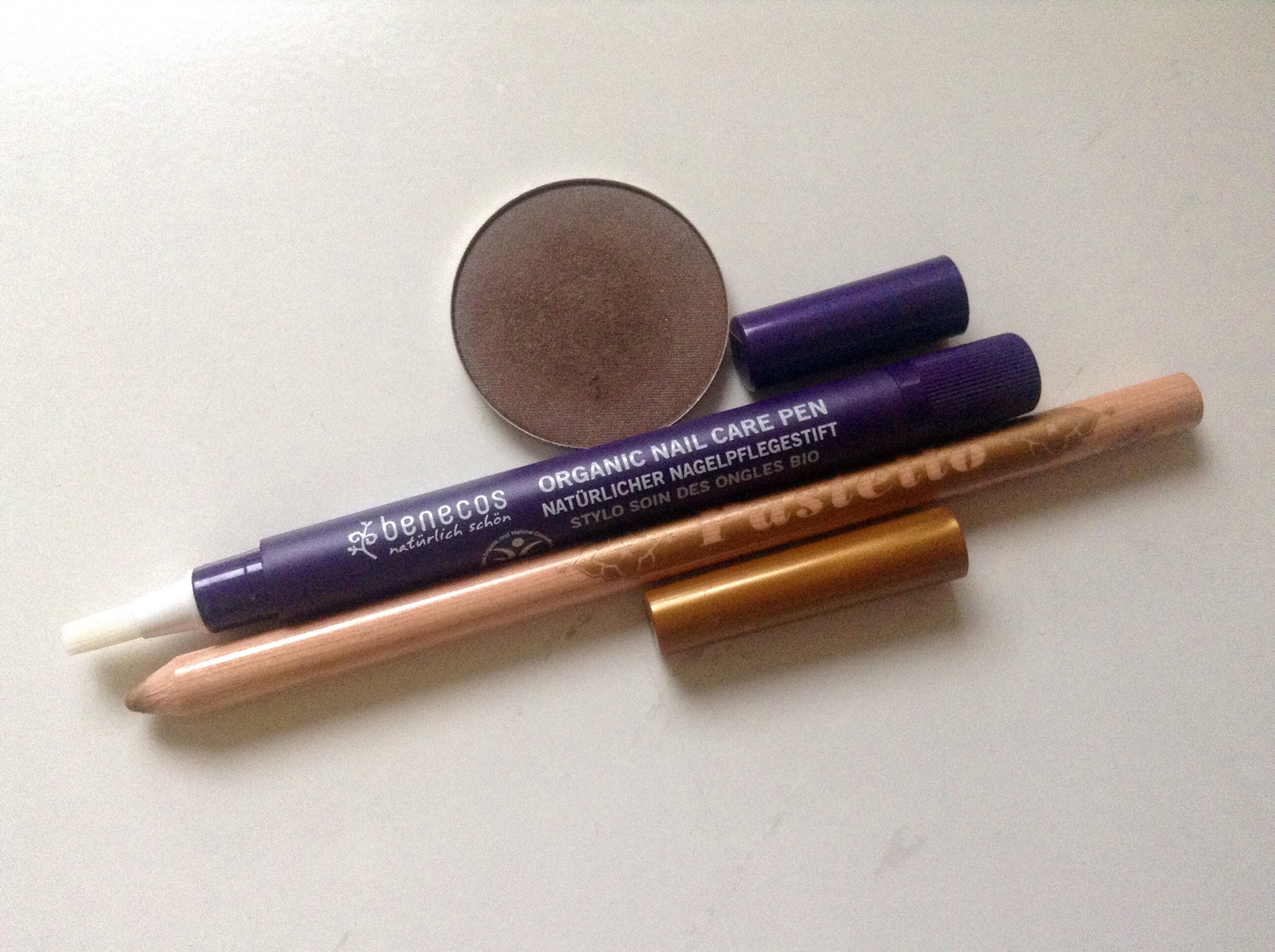 Neve Cosmetics Biomatita Leone, Ombretto in Cialda Obscure. Benecos Nail Care Pen