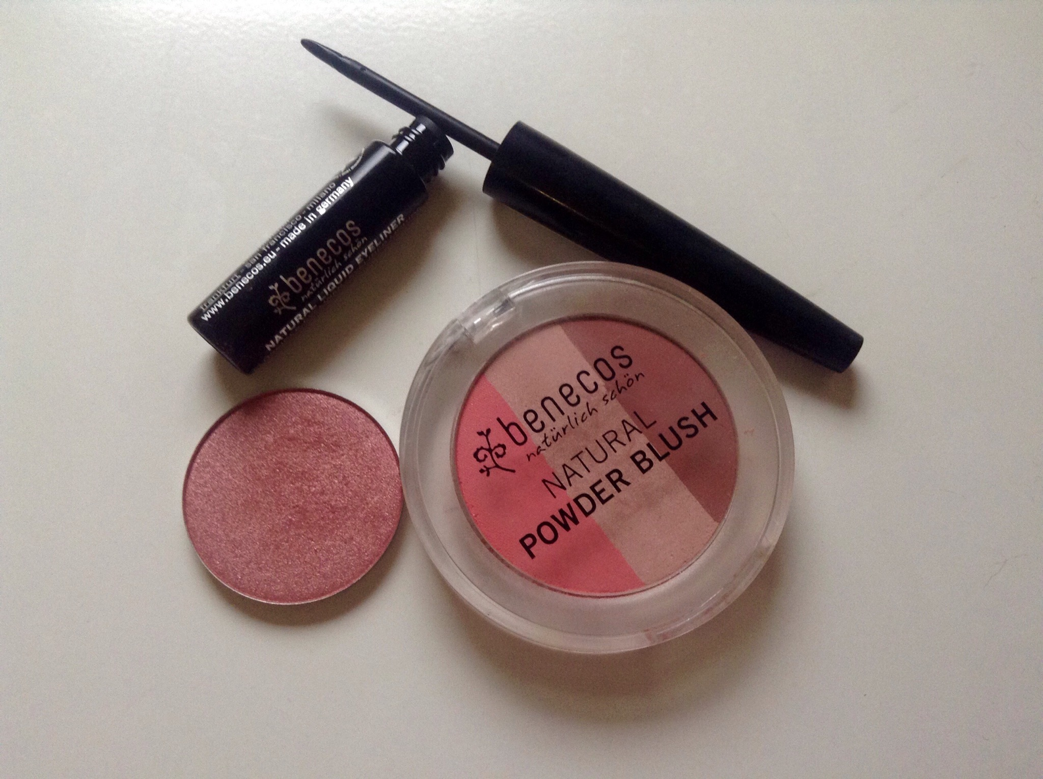 Benecos Natural Liquid Eyeliner, Benecos Natural Trio Blush, Neve Cosmetics Ombretto in Cialda Ornament